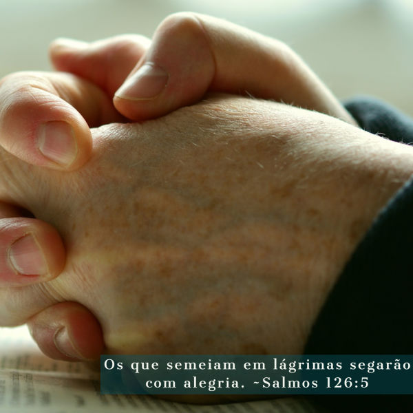 Orando por esperança em meio do desespero.