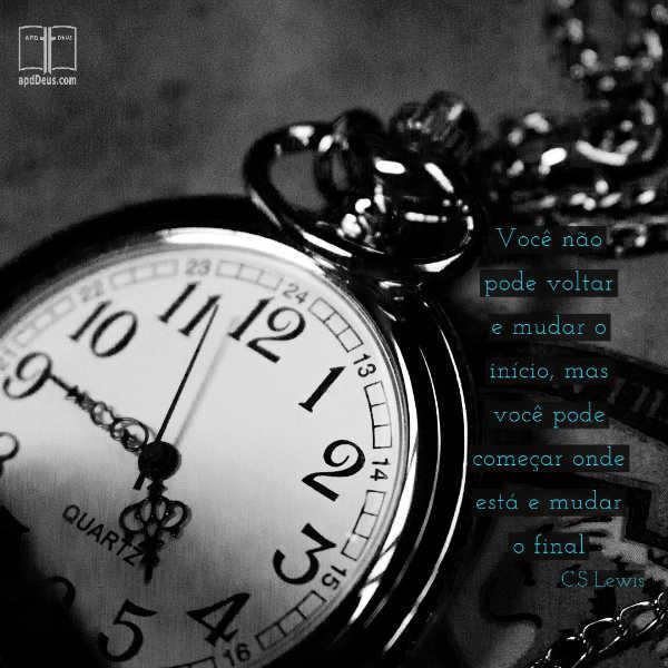 Um relógio de bolso mostra a hora. Você não pode voltar e mudar o início, mas você pode começar onde está e mudar o final